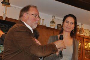 Vereinsvorsitzender Hans-Ulrich Peuser dankte der Referentin Shari Malzahn für ihren anschaulichen Vortrag.