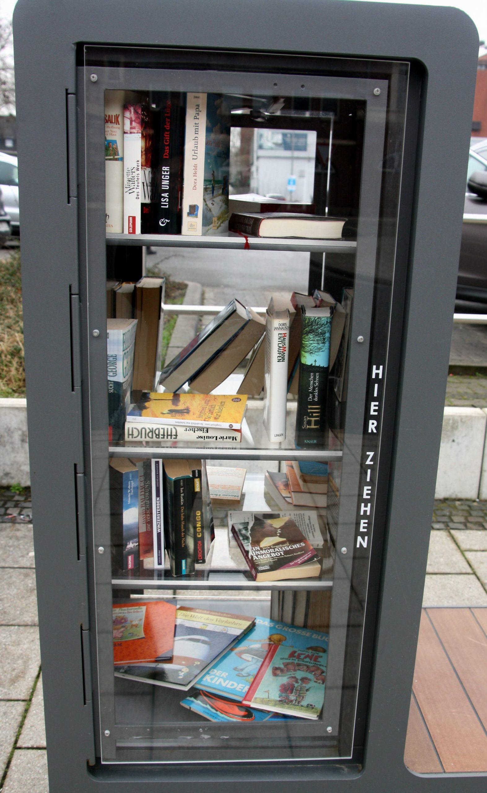 HV-Bücherschrank-21-2449